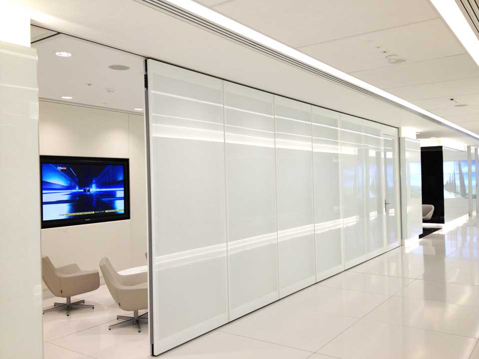 Movere folding movable glass walls for Glass walls