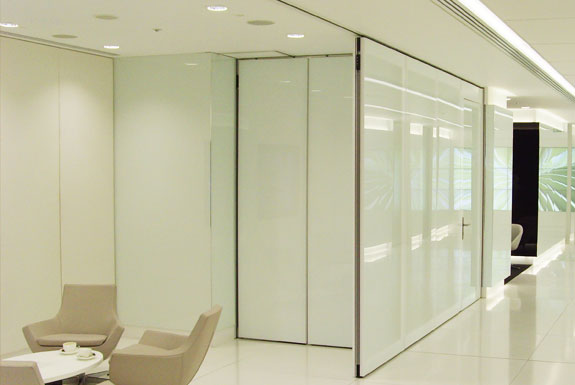 Movable hideaway glass walls avanti systems usa for Retractable glass wall system